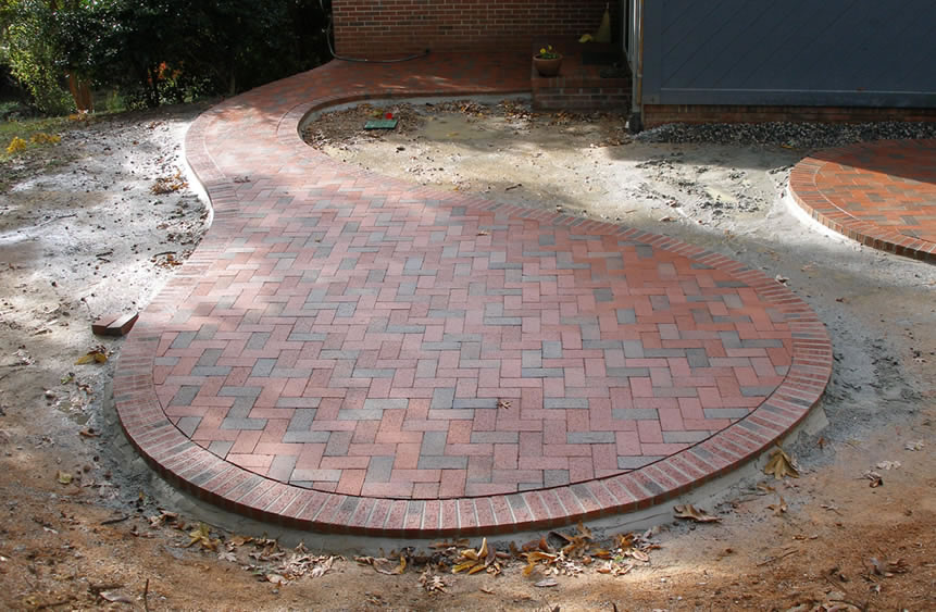 Think Outside The Square: Curved And Round Patios And Walkways   Pine Hall  Brick, Inc.