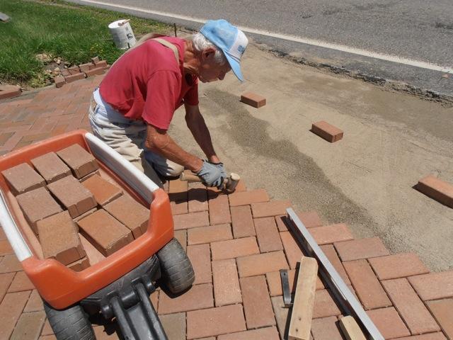 Octogenarian couple installs 25000 paver driveway pine hall brick octogenarian couple installs 25000 paver driveway pine hall brick inc solutioingenieria Gallery